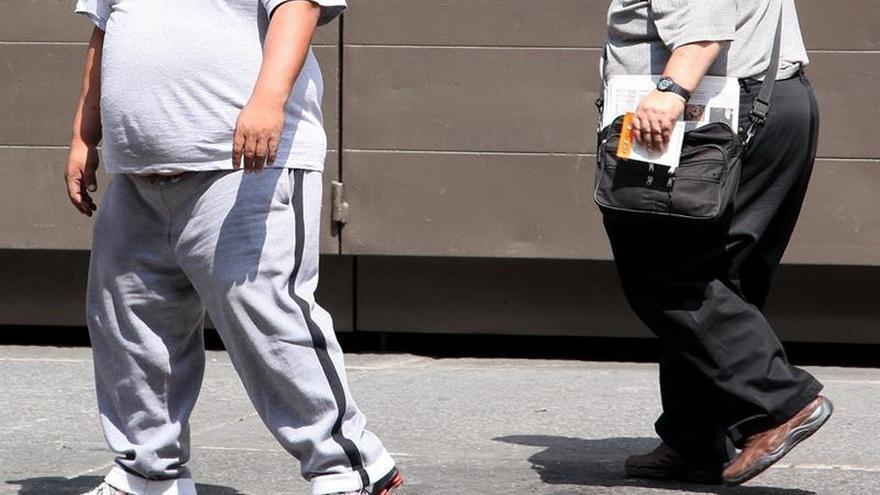 Los trabajadores con obesidad están más tiempo de baja, según un informe