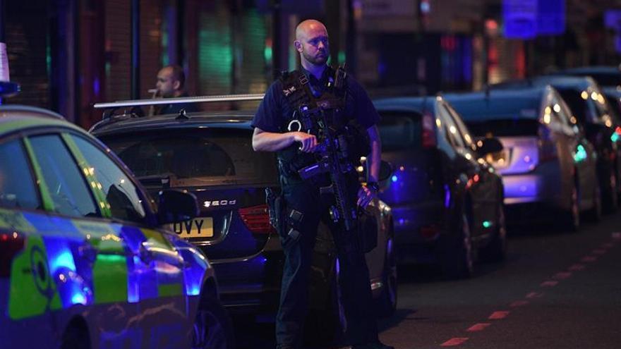 Un muerto y 10 heridos en un ataque cerca de una mezquita en Londres