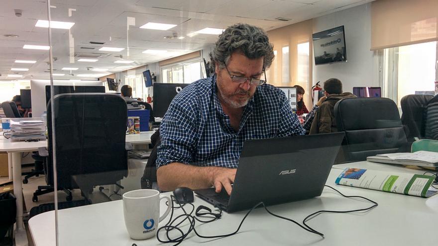 Juan López de Uralde contestando a los participantes de Pregúntame