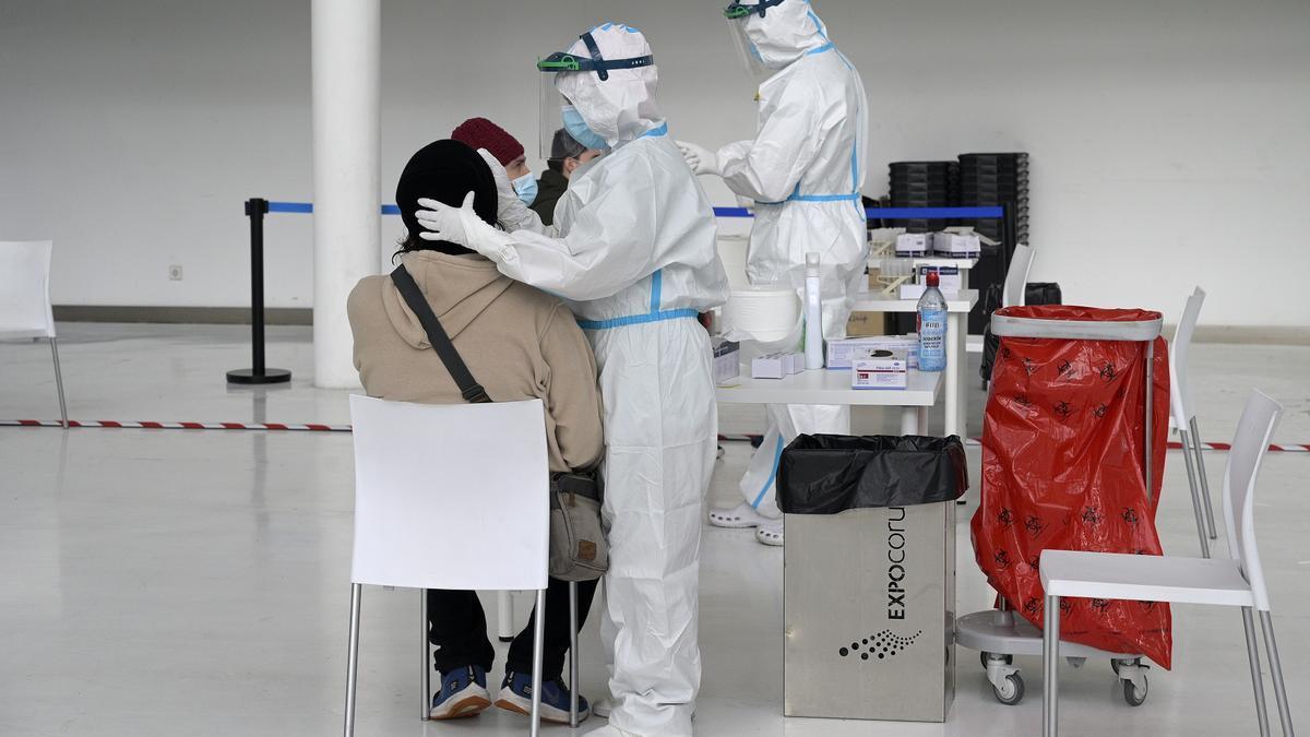 Dispositivo de cribado masivo para detectar casos asintomáticos de coronavirus en A Coruña, Galicia.