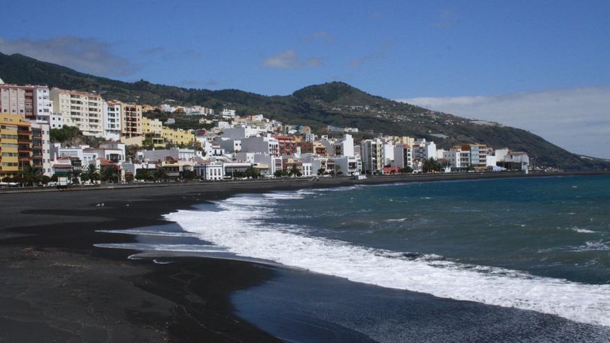 La playa de Santa Cruz de La Palma contará con un área para perros. Foto: LUZ RODRÍGUEZ.