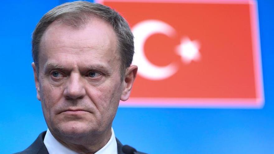 """Tusk desea escuchar de Rutte qué intenciones tiene tras el """"no"""" en referéndum"""