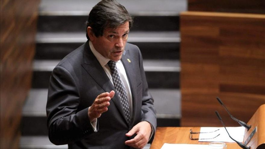 Fernández gobernará Asturias con prórroga si IU y UPyD consuman su ruptura