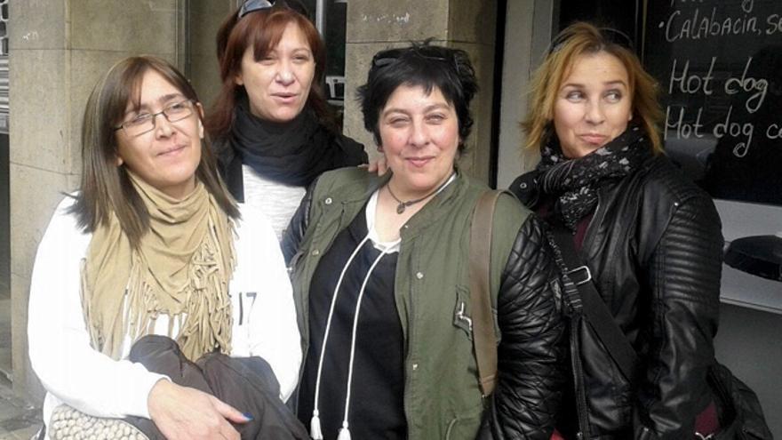 De izquierda a derecha: Carol Hernández, Gema Parra, Silvia del Moral y Pilar Rey, afectadas por el Essure. Foto: Silvia del Moral