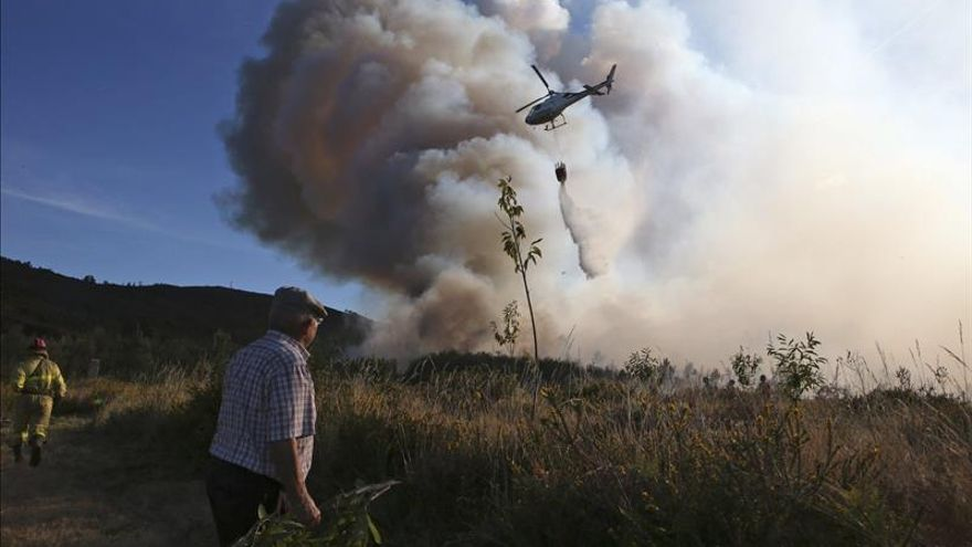 Activos dos incendios en Vilaboa, extinguido el de Agolada