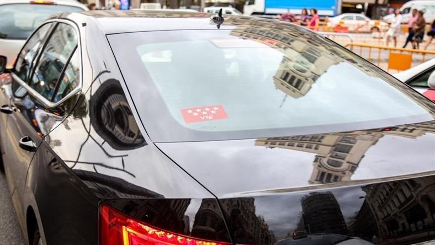 La CNMC insta a contar con taxis y VTCs para rutas de transporte escolar o sanitario