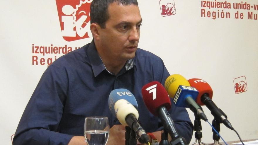 """IU dice que el presidente de Murcia """"parece un clown fantasmal paseando por Europa"""""""
