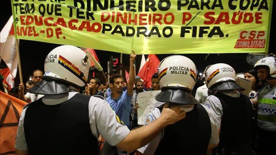 Una manifestación en Brasilia contra la organización del Mundial de fútbol.