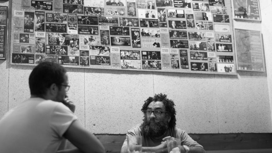Marcos, gerente del Bar Rvbicón, un local emblemático de la escena cultural santanderina. | PABLO LOBO