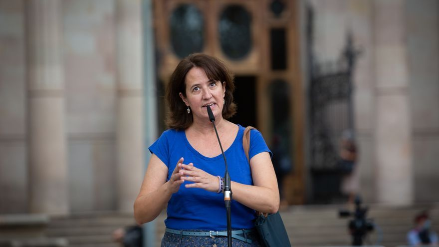 La presidenta de la ANC, Elisenda Paluzie, interviene ante los medios tras acompañar al conseller de Empresa y Trabajo de la Generalitat para declarar por presunta desobediencia, a 15 de septiembre de 2021, en Barcelona, Cataluña, (España). El conseller e