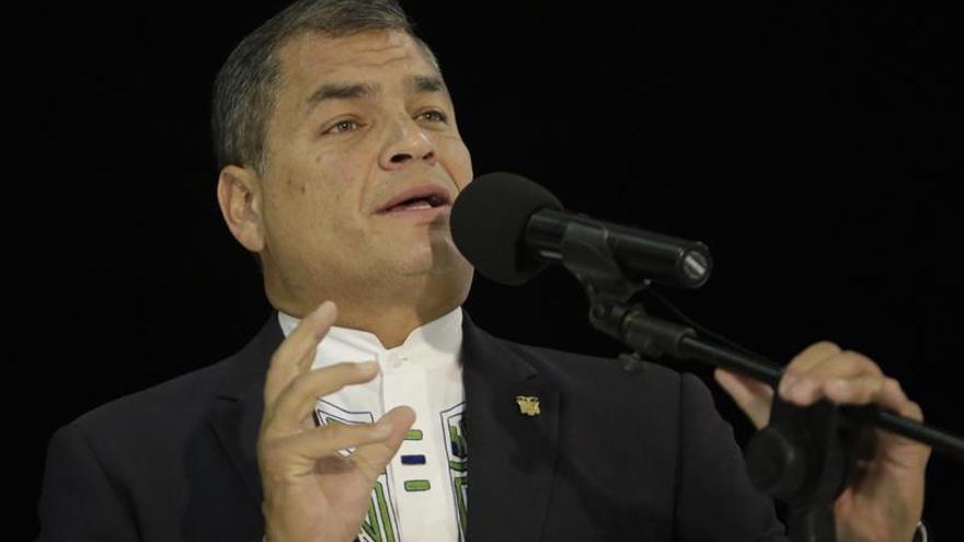 """Correa manda su """"solidaridad y afecto"""" a Colombia por avalancha en el sur del país"""