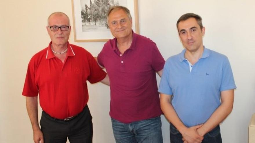 Juan José Alcayde, portavoz de Ciudadanos (d) junto al alcalde de Llíria, Manolo Civera (PSPV) y Juan Carlos López, portavoz de Llíria Puede (i)