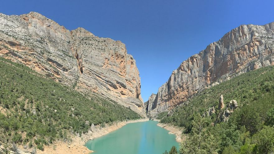 La Sierra del Montsec se abre en el Congost de Mont-Rebei para dejar pasar al Río Noguera Ribargozana. mr_beagle