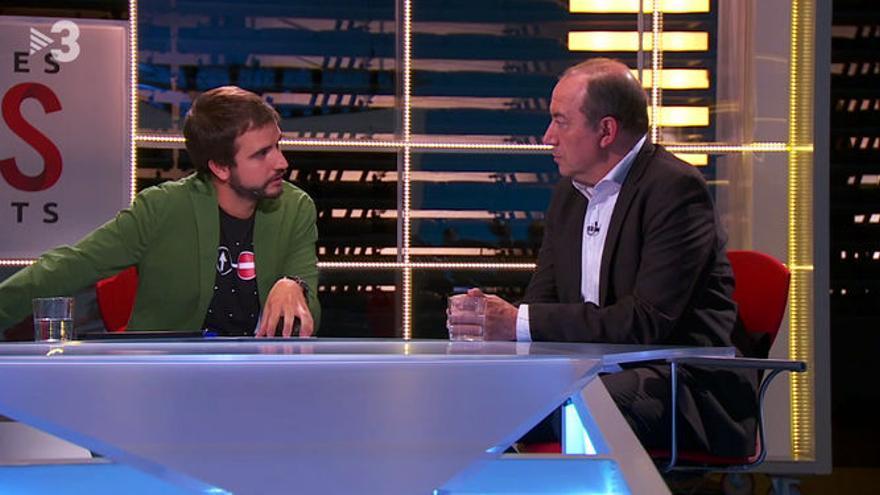 El periodista Ricard Ustrell entrevista al director de TV3, Vicent Sanchis