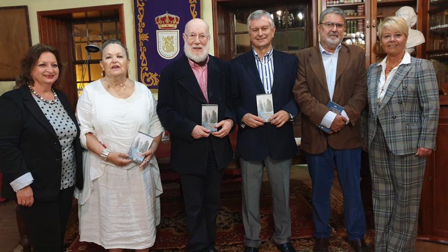 Acto de presentación del libro 'A este lado del mar' de José Antonio Martín Corujo.