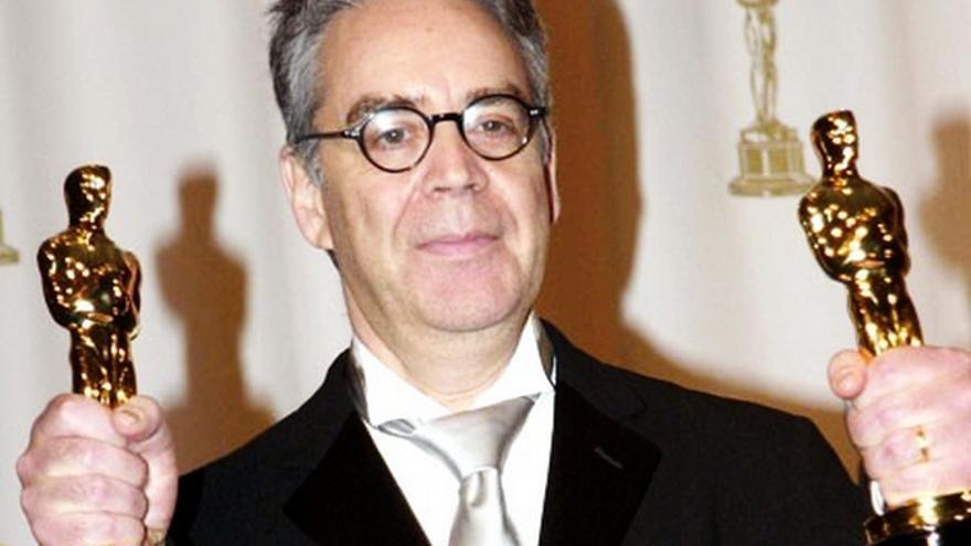 El compositor Howard Shore, con dos de sus Oscars