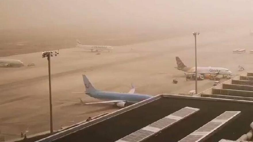 Calima en el Aeropuerto de Gran Canaria.