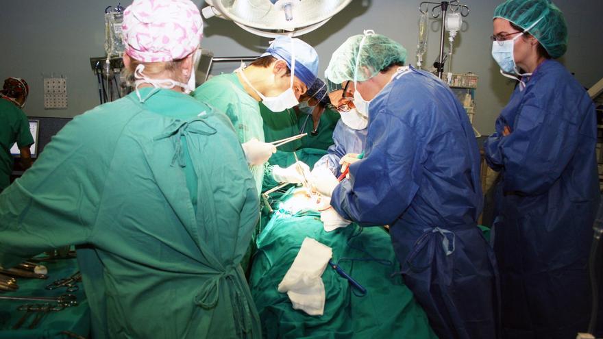 Un quirófano durante una operación