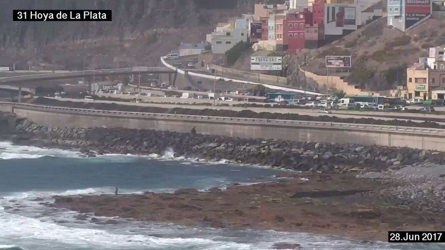 Un accidente múltiple provoca graves retenciones en la capital grancanaria .