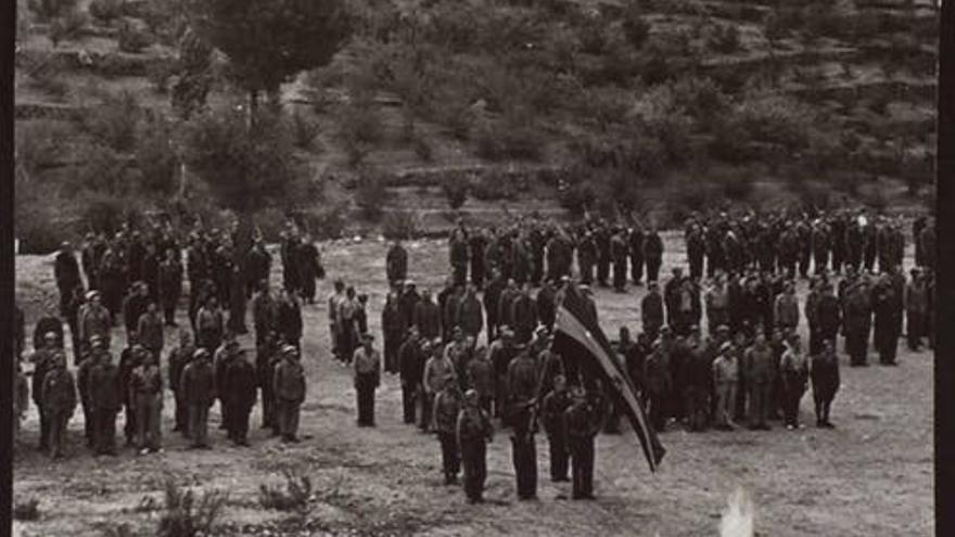 Frente del Ebro. Despedida de las Brigadas Internacionales en la explanada del Túnel de L'Argentera, Tarragona, 1938.