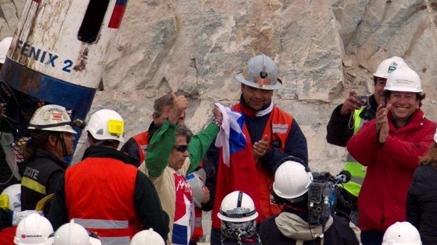 El mayor de los 33 mineros chilenos sobrevivientes en 2010 depende de oxígeno