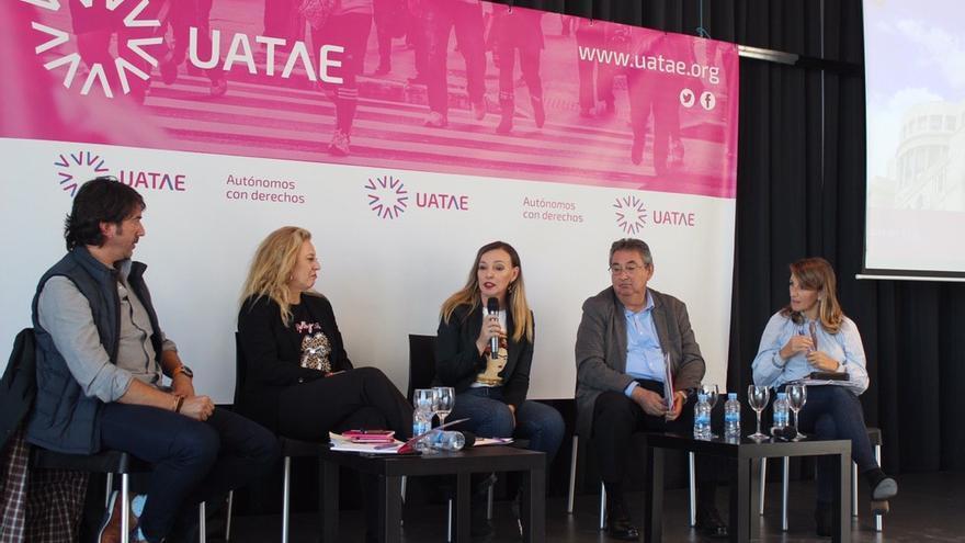 De izquierda a derecha. Sergio del Campo (Ciudadanos), Carolina España (PP), María José Landaburu (UATEA), Toni Ferrer (PSOE) y Yolanda Díaz (Galicia en Común)