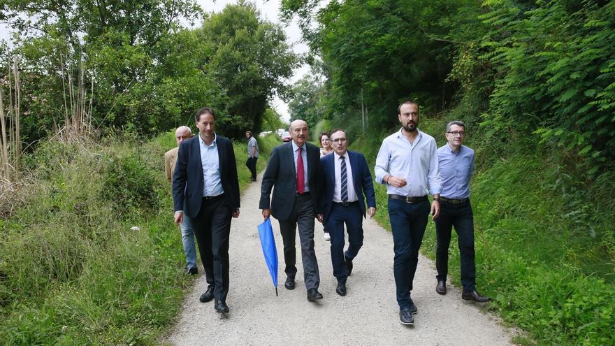 Mazón presenta el estudio informativo de la nueva carretera Vivieda-Duález, que costará 4 millones