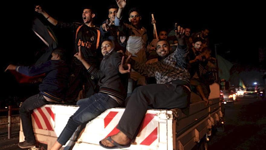 Palestinos celebran el alto el fuego en Gaza (Foto de ActiveStills)