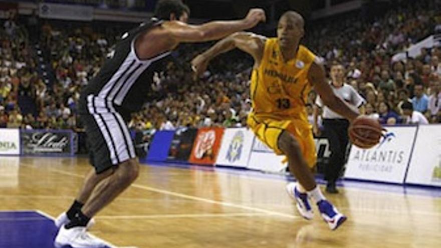 Eulis Báez, durante el choque ante el CB Canarias. (cbgrancanaria.net)