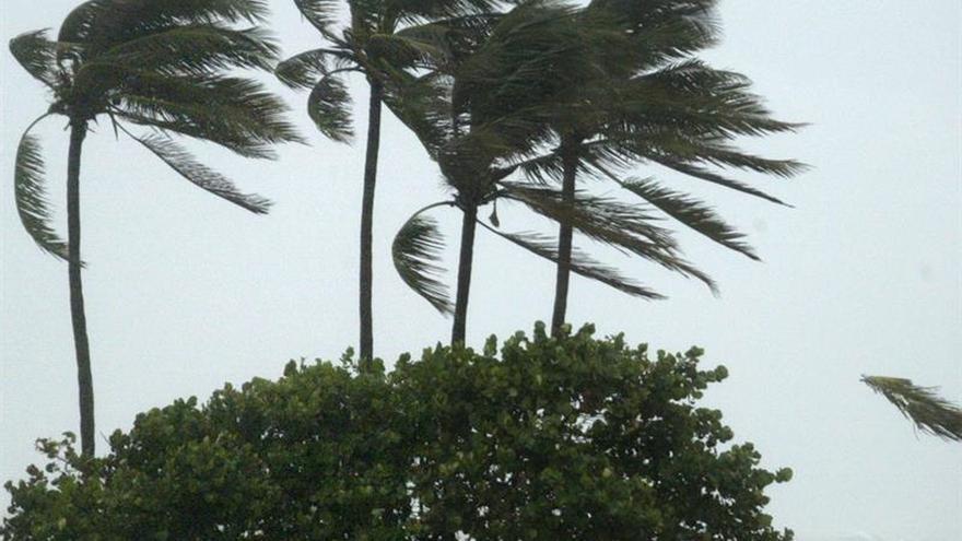 La tormenta tropical Karl se fortalecerá en su ruta hacia el oeste