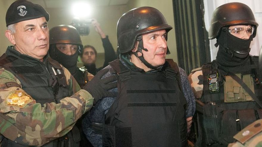 Médicos evalúan el estado físico y mental del exsecretario argentino detenido