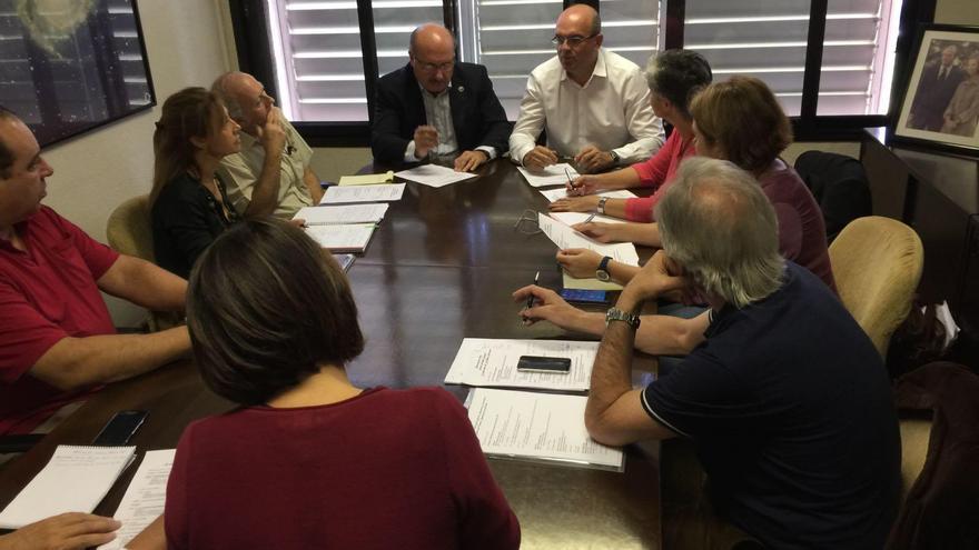 Reunión donde se han  abordado los detalles del programa de actos que se desarrollarán en el congreso internacional 'Preserving the Skies: X Anniversary of the Starlight Declaration'