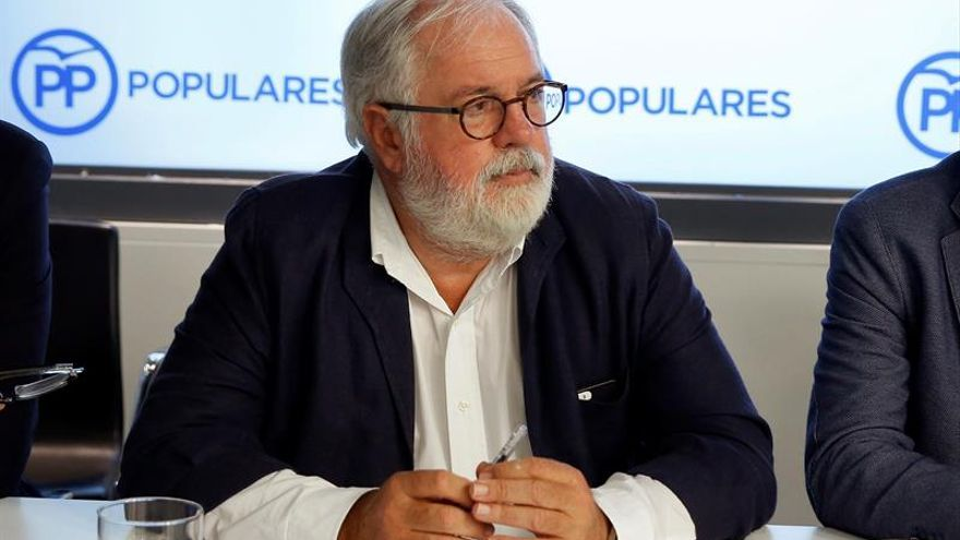 """Arias Cañete ve necesario un gobierno estable en España que """"tome decisiones"""""""