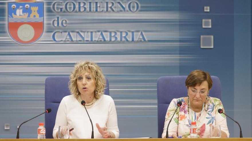 Eva Díaz Tezanos y María Luisa Real durante la rueda de prensa.   RAÚL LUCIO