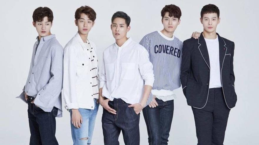 Surprise U, grupo musical en el que estaba Cha In-ha (primero por la derecha)