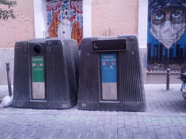 Contenedores en la call Palma, donde falta el de envases y plásticos