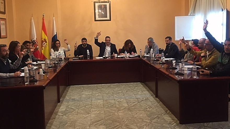 Imagen de archivo de un pleno del Ayuntamiento de Breña Alta.