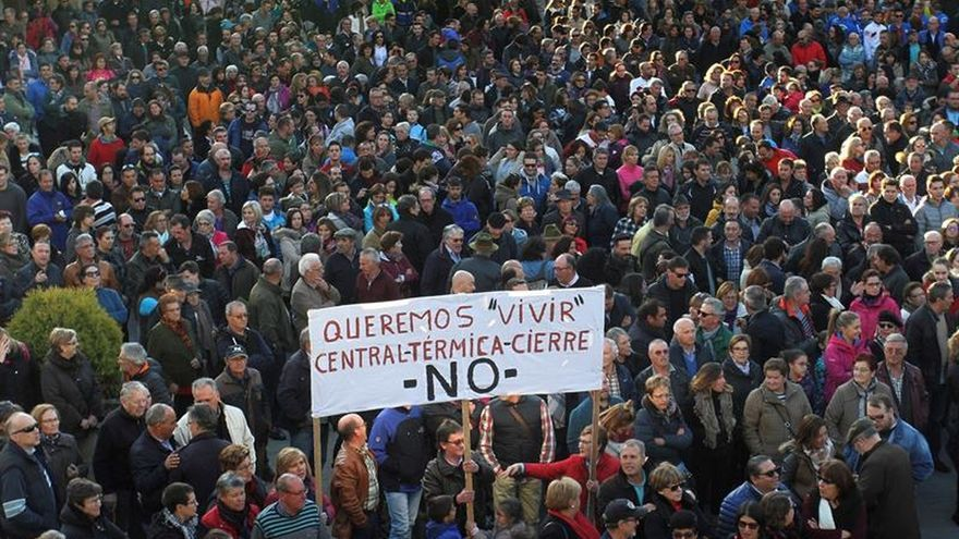 """3.000 Personas piden unión a los políticos y a Iberdrola que deje de """"vender humo"""""""