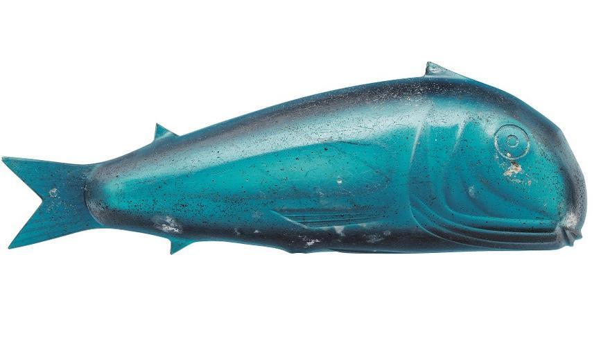 Cuenco azul en forma de pez. 14-68 d. C. Vidrio Hallado en 2003, avenida Vía de la Plata (Mérida) Museo Nacional de Arte Romano, Mérida