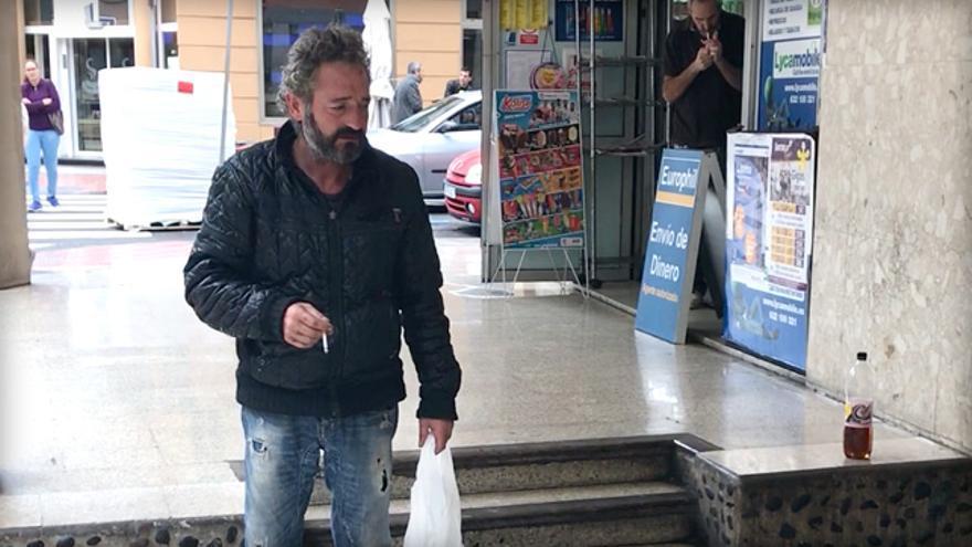 José Antonio vive en la calle desde hace años.