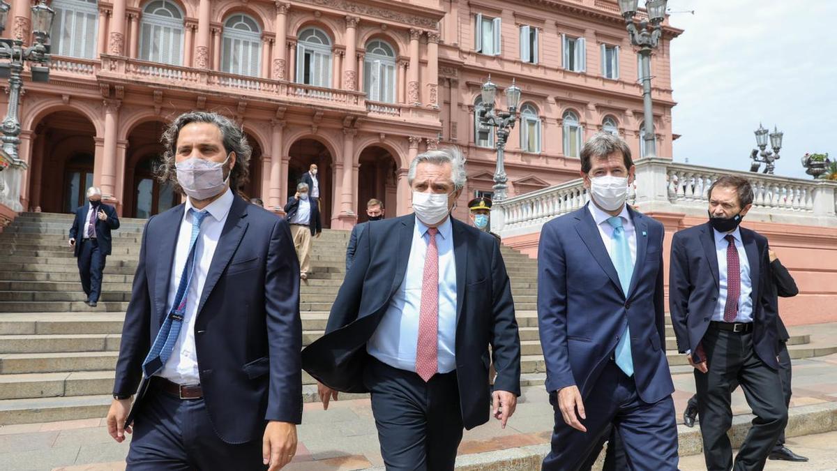 Alberto Fernández junto a Santiago Cafiero, Juan Pablo Biondi y Gustavo Beliz