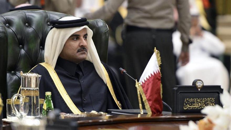 El emir de Catar dice que los países árabes creen poder comprar todo con su dinero