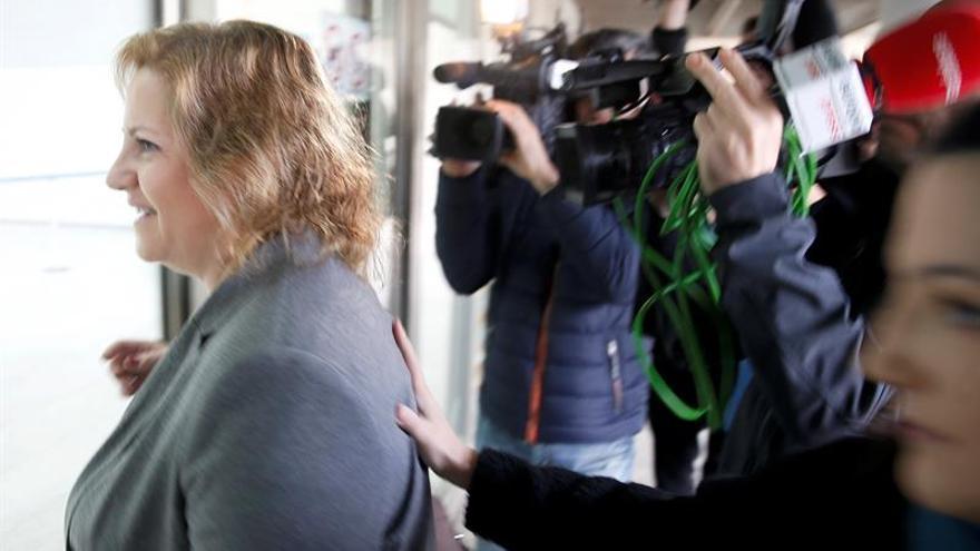 Maria Àngels Ramon-Lllin, a su llegada a la Ciudad de la Justicia de Valencia para declarar por el caso Taula.