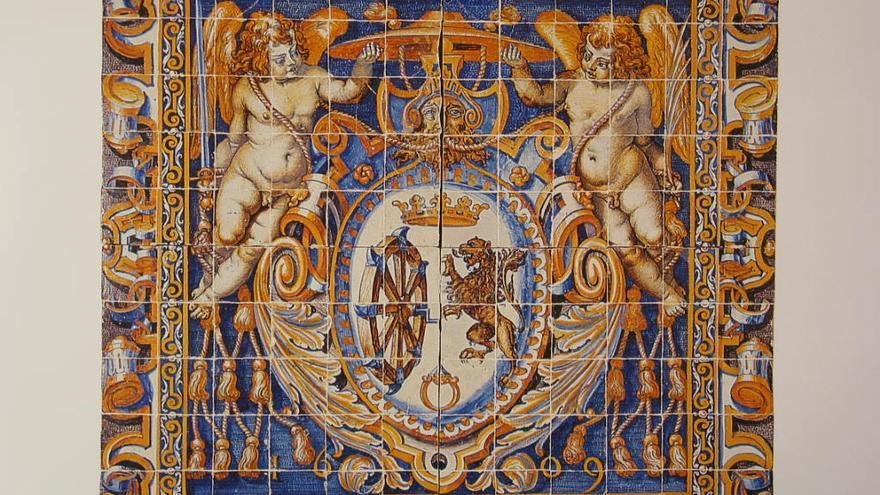 Panel con el Escudo de Santa Catalina. FOTO: 'Museo de Cerámica Ruiz de Luna JCCM