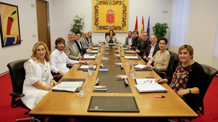 """El Parlamento de Navarra tacha de """"inaceptable"""" la aplicación del artículo 155 en Cataluña"""