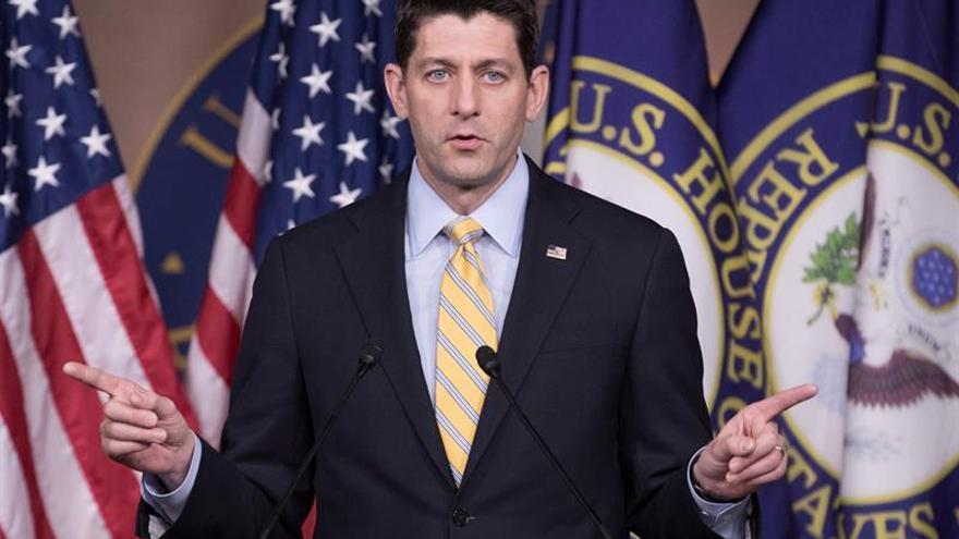 Los republicanos introducen cambios a su ley sanitaria ante la oposición interna
