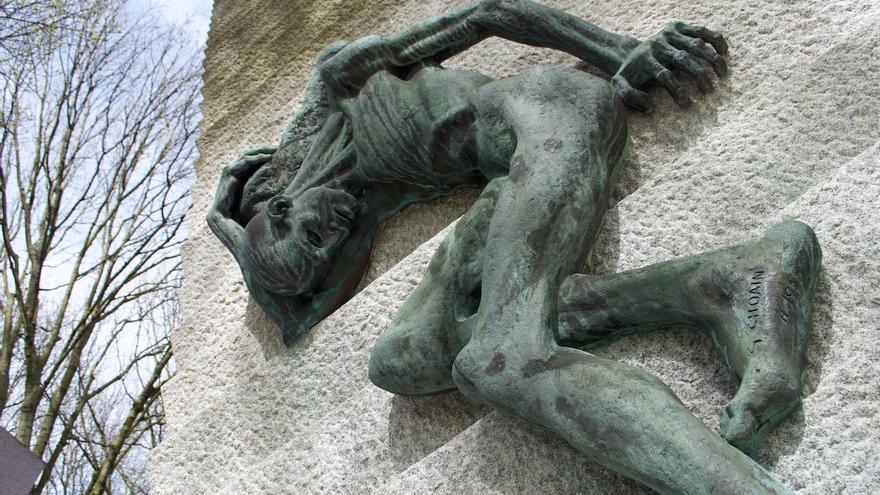 Monumento a las víctimas de Mauthausen en el cementerio de Père Lachaise / Carlos Hernández