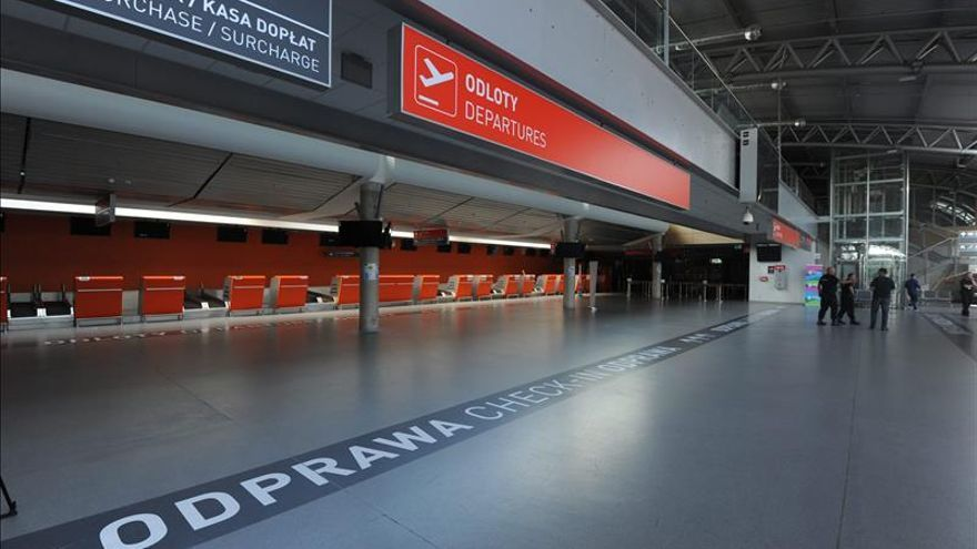 Evacúan el aeropuerto de Varsovia-Modlin tras un aviso de bomba