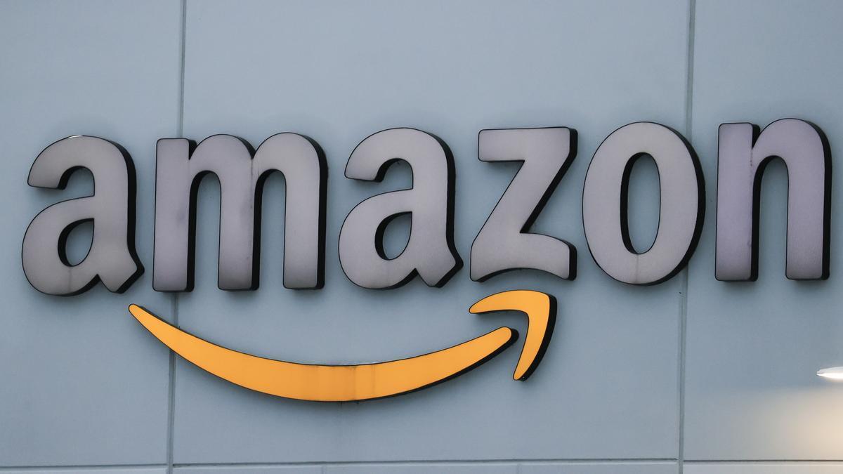 Fotografía del logo de Amazon.