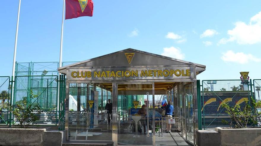 Entrada del Club Natación Metropole. Facebook José Feo.